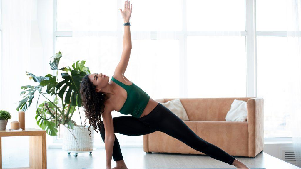 postura del triángulo yoga flexibilidad